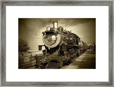 Old 475 - Bw Framed Print by Lou Ford