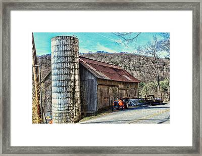 Old Barn Sussex County Nj Framed Print by Paul Ward