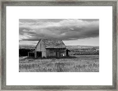 Framed Print featuring the photograph Old Country Barn by Gary Smith