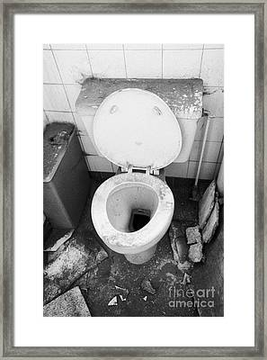 Old Dirt Covered Toilet In An Old Factory Warehouse Unit Belfast Northern Ireland Uk Framed Print by Joe Fox