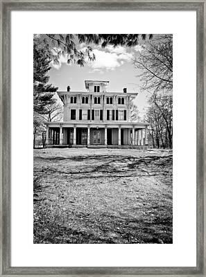 Old Plantation Home Framed Print by Colleen Kammerer