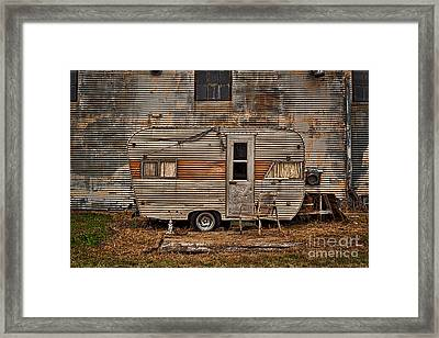 Framed Print featuring the photograph Old Vintage Rv Camper In The Mississippi Delta by T Lowry Wilson