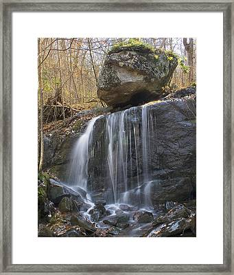 Framed Print featuring the photograph On The Edge by Alan Raasch
