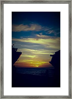 Framed Print featuring the photograph One Last Glimpse by DigiArt Diaries by Vicky B Fuller