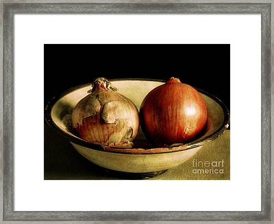 Onion's In A Bowl Framed Print by Robert Brown