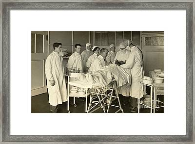 Operating Theater, London, 1915 Framed Print by Wellcome Images