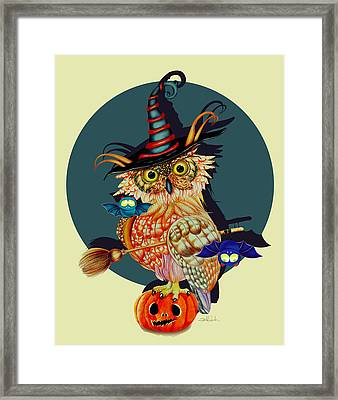 Owl Scary Framed Print by Isabel Salvador