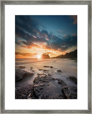 Framed Print featuring the photograph Pacific Sunset At Olympic National Park by William Lee
