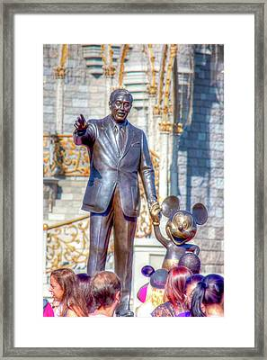 Framed Print featuring the photograph Partners Statue by Mark Andrew Thomas