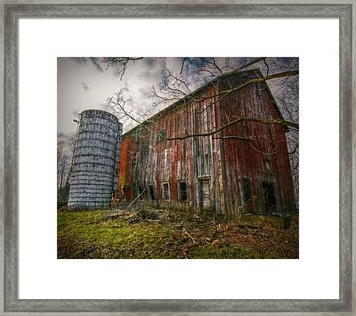 Pennsylvania Barn Framed Print by Linda Unger