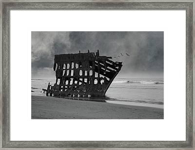 Peter Iredale Shipwreck At Oregon Coast Framed Print