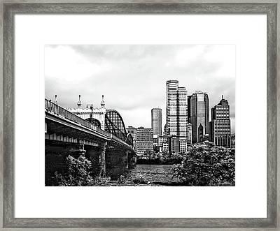 Pittsburgh Pa - Pittsburgh Skyline By Smithfield Street Bridge Black And White Framed Print by Susan Savad