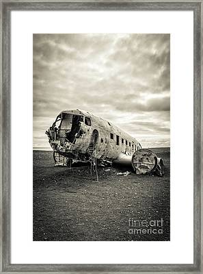 Framed Print featuring the photograph Plane Crash Iceland by Edward Fielding