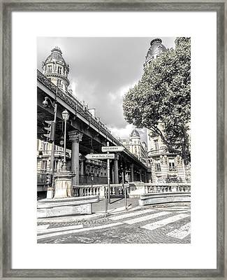 Pont De Bir-hakeim, Paris, France Framed Print
