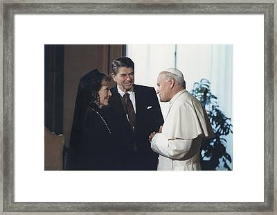 President And Nancy Reagan Meeting Framed Print by Everett