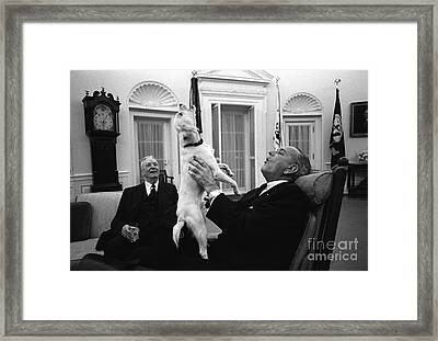 President Johnson Sings With Yuki, 1968 Framed Print by Science Source