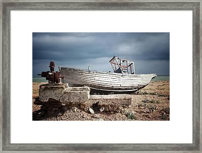 Projekt Desolate. His N Hers. Framed Print by Stuart Ellesmere