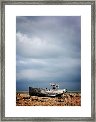 Projekt Desolate Shoreline  Framed Print by Stuart Ellesmere