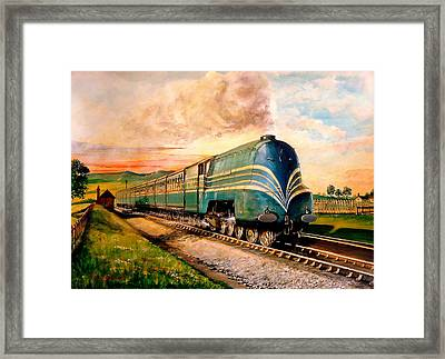 Queen Mary At Speed. Framed Print by Tony Sussex