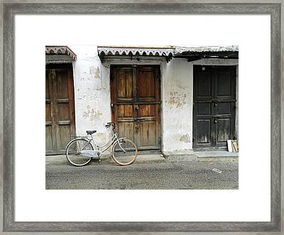 Quick Getaway  Framed Print by Joe  Burns