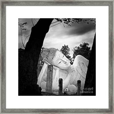 Reclining Buddha  Framed Print by Pornsak Na nakorn