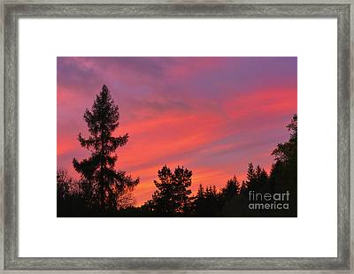 Red Sky At Night. Framed Print by Stan Pritchard