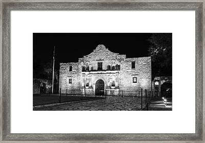 Remembering The Alamo - Black And White Framed Print