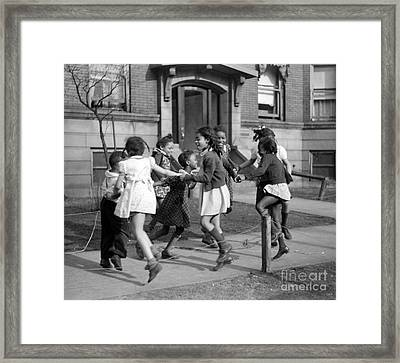 Ring Around The Rosie, 1941 Framed Print by Science Source