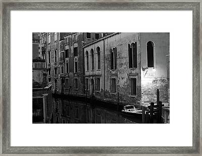 Framed Print featuring the photograph Rio Terra Dei Nomboli, Venice, Italy by Richard Goodrich