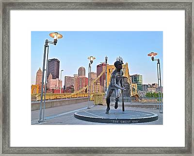 Roberto Clemente Statue 2017 Framed Print