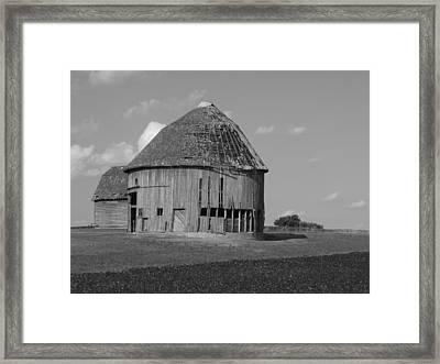 Round Barn Framed Print by Scott Kingery