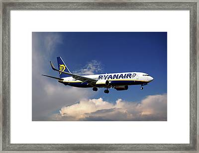 Ryanair Boeing 737-8as  Framed Print