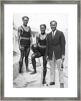 Sam, Dave And Duke Kahanamoku Framed Print by Underwood Archives