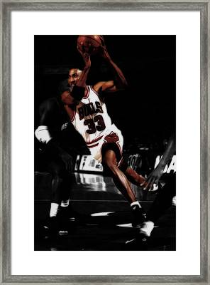 Scottie Pippen On The Move Framed Print by Brian Reaves