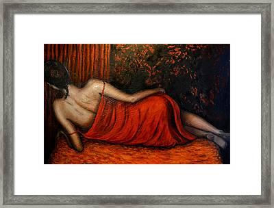 Sdraiata In Rosso Framed Print
