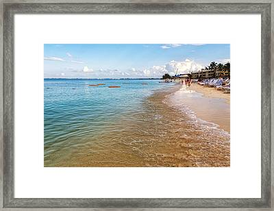 Framed Print featuring the photograph Seven Mile Beach by Lars Lentz
