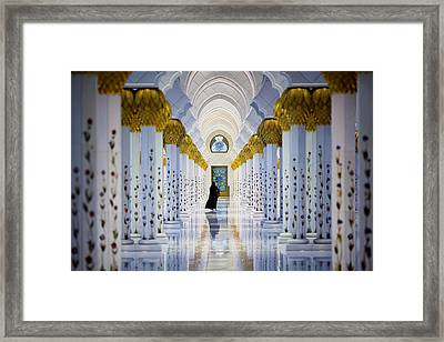 Sheikh Zayed Grand Mosque Framed Print by Ian Good
