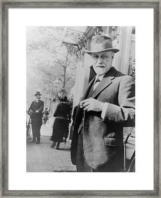 Sigmund Freud 1856-1939, Standing Framed Print by Everett