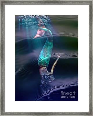 Sirena Framed Print by Lilliana Mendez