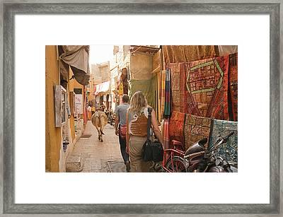 Skn 1226 The Squeezed Lane Framed Print by Sunil Kapadia