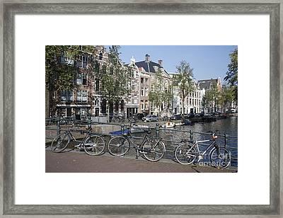 Framed Print featuring the photograph Sleutelbrug Amsterdam by Wilko Van de Kamp