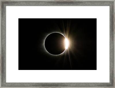 Framed Print featuring the photograph Solar Eclipse Diamond Ring by Lori Coleman