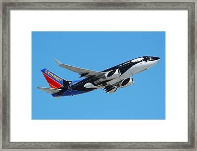 Southwest Boeing 737 Shamu At Sky Harbor April 13 2006 Framed Print by Brian Lockett