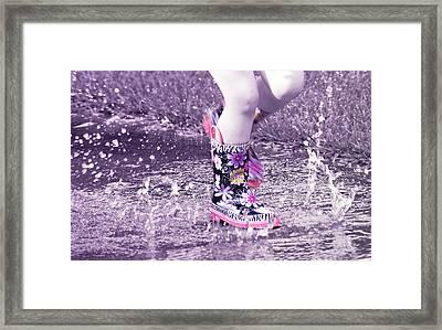 Splish Splash  Framed Print by Susan Bordelon