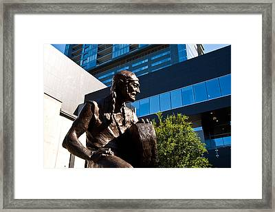 Statue Of Willie Nelson - Side View Framed Print by Mark Weaver