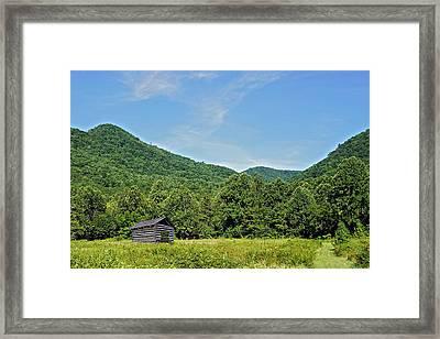 Summer Barn Framed Print by Susan Leggett