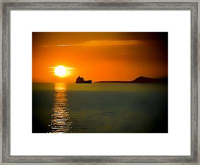 Framed Print featuring the photograph Sunset On The Sea by Dale Stillman
