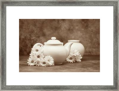 Teapot With Daisies I Framed Print
