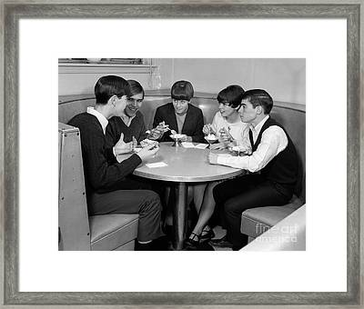 Teenagers In A Cafe, C.1960s Framed Print