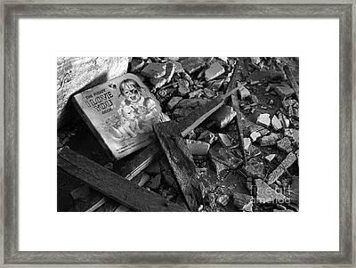 Tell Me A Story Framed Print by Peter Piatt